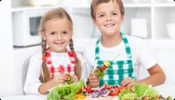 children eating nutritious snacks